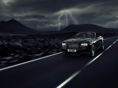 "Rolls-Royce представил ""заряженную"" версию кабриолета Dawn"