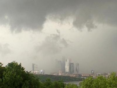 МЧС: в Москве ожидается дождь с грозой, градом и ветром