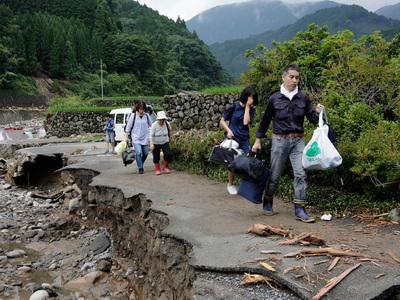 Мощные ливни в Японии: 18 погибших, 30 пропавших без вести