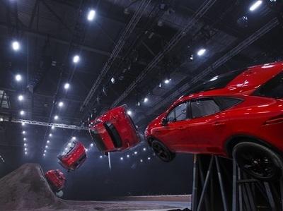 """Новый Jaguar E-Pace выполнил рекордную """"бочку"""""""