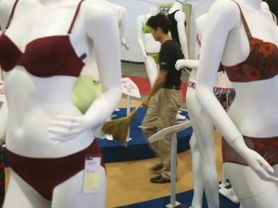 Китаянка заплатила мошенникам 25 тысяч долларов за волшебное нижнее белье