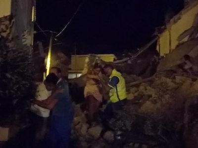 После землетрясения в Италии из-под обломков дома спасли троих детей