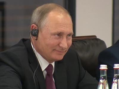 Путин: несмотря на внешние ограничения, экономика набирает обороты