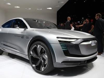 Audi представила электромобиль c автопилотом и фитнес-браслетом