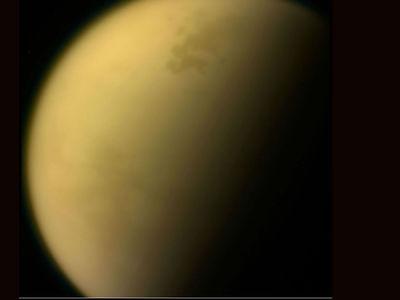 В стратосфере Титана найдено ядовитое облако с необычным составом