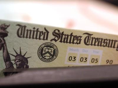 Кому принадлежит долг США