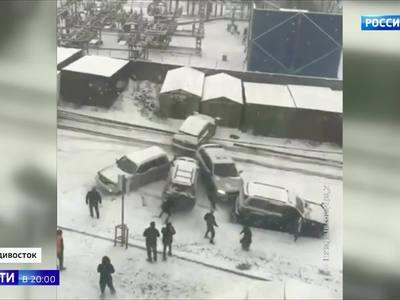 Первый снег устроил на дорогах Владивостока ледовое побоище