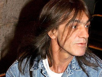Умер Малькольм Янг из AC/DC