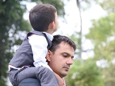 """Психологи: отцы чаще матерей """"передают"""" детям депрессию"""