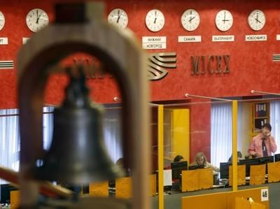 Рубль стабилен к бивалютной корзине в начале торгов