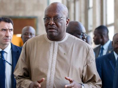 Он ушел чинить кондиционер: Макрон поиздевался над президентом Буркина-Фасо