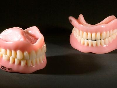 Исследователи рассказали, чем опасны потеря зубов и вставные челюсти