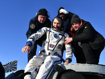 Самочувствие хорошее: экипаж МКС вышел из капсулы