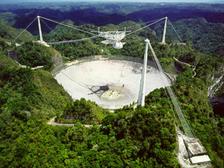 Обсерватория Аресибо в Пуэрто-Рико  ((фото NAIC, Arecibo Observatory, NSF).)