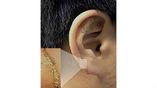 """Электронная татуировка с золотыми электродами (30 на 300 мм) будет крепиться за ухом. Пока она может работать около 14 дней, далее старые клетки кожи отшелушиваются, и """"наклейка"""" отлипает"""