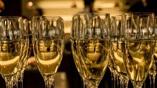 Первая партия синтетического вина, которое поступит в продажу, будет состоять из 500 бутылок Dom Perignon стоимостью в четыре раза дешевле знаменитого оригинала.