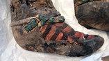 Сапожки-адидасы, найденные на ногах алтайской мумии. Фото: The Mongolian Observer/The Center of Cultural Heritage of Mongolia