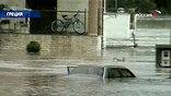 На севере Греции объявлено чрезвычайное положение. Всего за сутки там выпала месячная норма осадков, и начались сильнейшие наводнения