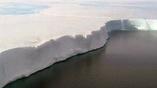Толщина льда в Антарктиде достигает нескольких километров.