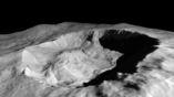 Лёд на затенённом склоне кратера скопился прямо на глазах у исследователей.