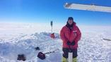 """Чтобы лучше исследовать физические свойства ледника Росса, учёные установили 34 высокочувствительных сейсмических датчика под его """"снежной шубой""""."""