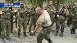 Перед возвращением домой чеченские бойцы танцуют лезгинку