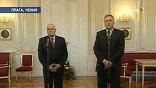 Объединенная Европа с ужасом наблюдает, как в Чехии премьер Тополанек просит отставки у президента Клауса: Чехия в ЕС председательствует, а кто именно - теперь неясно