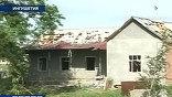 """Разбитые крыши жилых домов, многочисленные вооруженные патрули, перекрытый для движения участок автомагистрали """"Кавказ""""."""