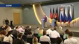 Визит немецкого канцлера, безусловно, знаковый, несмотря на то, что из всех лидеров Евросоюза Меркель чаще всего общается с российским руководством