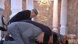 Садака, то есть пожертвований, на которые живет мечеть, на это явно не хватит