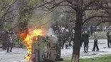 Сторонники киргизской оппозиции предприняли в среду днем несколько попыток прорваться к зданию Дома правительства республики, однако были остановлены сотрудниками милиции, применившими для отражения нападения слезоточивый газ и светошумовые гранаты