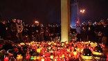 Площадь перед президентским дворцом в Варшаве утопает в цветах