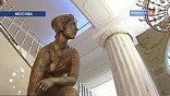 Статуи спортсменок, комсомолок и просто красавиц уже расставили в холле. В номерах от советского прошлого не осталось и следа. Если в начале восьмидесятых ночь в стандартной комнате стоила около пяти рублей, то теперь - минимум 15 тысяч.