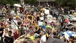 Когда очередная попытка остановить экологическую катастрофу проваливается, негодование выплескивается в уличные протесты