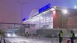Терпеть такие пробки московским автомобилистам придётся ещё долго. До новогодних праздников осталось меньше двух недель. В поисках подарков в столицу приедут сотни тысяч человек из области и других городов: заторы образуются и без помощи погоды.