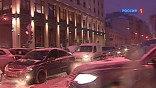 Общая длина московских пробок сегодня уже превысила три тысячи двести километров. Это больше, чем от заснеженной Москвы до теплой даже в декабре Барселоны. К наступлению сумерек окончательно встали почти все радиальные трассы и почти весь МКАД.