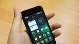 Типичный, даже архитипичный смартфон на Android - просто черный пластиковый прямоугольник с большим экраном