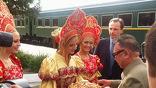 Руководитель КНДР Ким Чен Ир, который находится в России с визитом, прибыл в Бурятию. Он побывал на Байкале, покатался на теплоходе и увидел, как строят новую туристическую  базу на берегу озера.