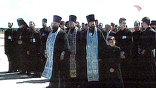 В аэропорту нижегородскую делегацию встречало московское духовенство, священнослужители Курской епархии и тысячи паломников