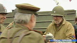 Было братание. Наши недоумевали: американцы на встречи всегда приходили с пустыми руками. Советские солдаты непременно приносили фронтовые 100 грамм