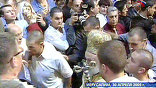 Ириней - один, в окружении офицеров ШАБАК. В спину ему раздается свист