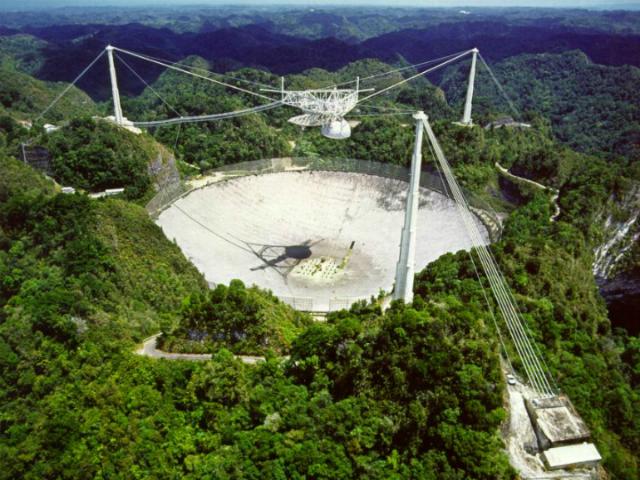 Обсерватория Аресибо в Пуэрто-Рико (фото NAIC, Arecibo Observatory, NSF).