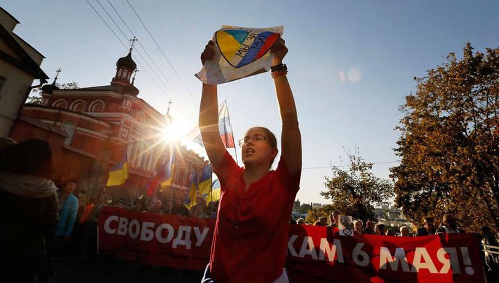 """Участников """"Марша мира"""" закидали помидорами, яйцами и ботинками"""