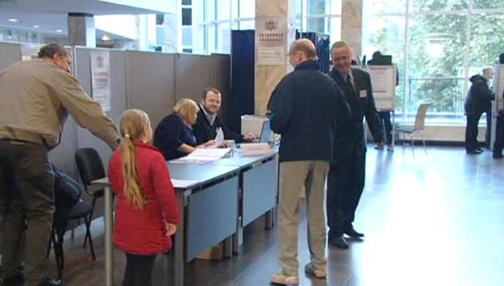 Выборы в парламент Латвии: на участках избиратели выстраиваются в очереди