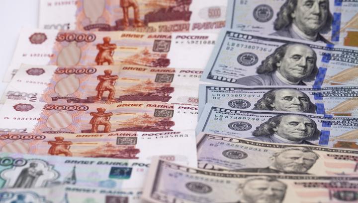 Рубль отыграл утреннее падение