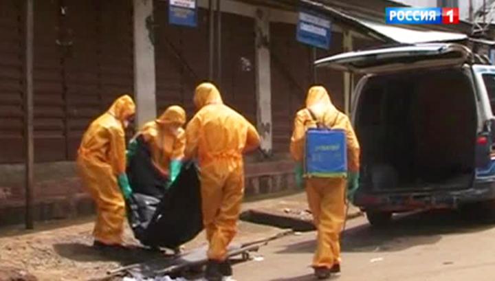 Африканцы целуются с зараженными Эболой трупами