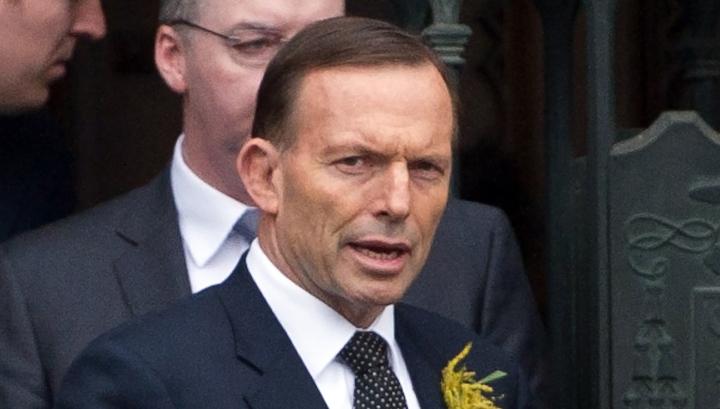 Экс-премьер Австралии разнес стол в своем кабинете, отмечая отставку