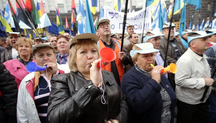 Предвыборный Киев: бунт бюджетников, Шухевич в вышиванке и угрозы Авакова