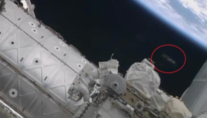За нами следят: астронавты NASA сняли НЛО у космической станции