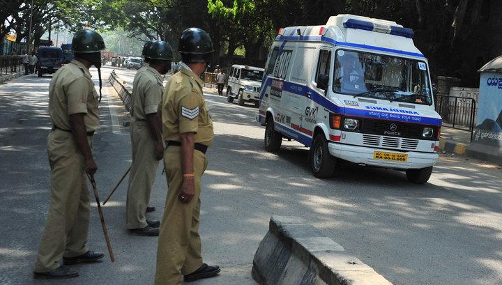 В Индии в пруд упал автобус, погибли 8 человек